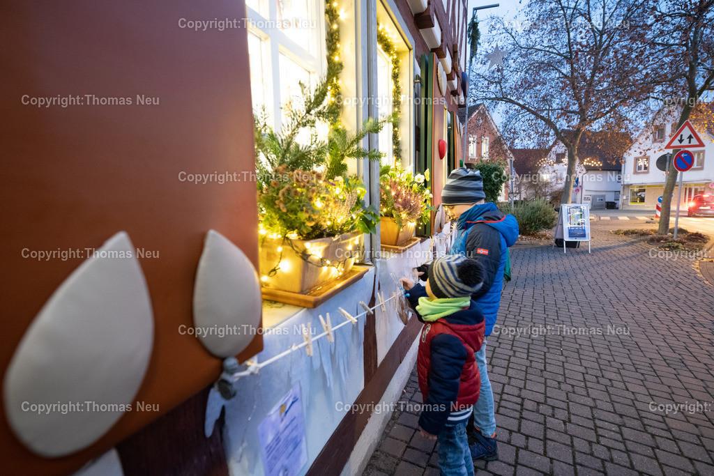 DSC_4080 | ble,Lorsch, blaues Weihnachtswunder, Innenstadt,Kultur Amt als Lebkuchenhaus, und Lebkuchen zum Mitnehmen  , Bild: Thomas Neu