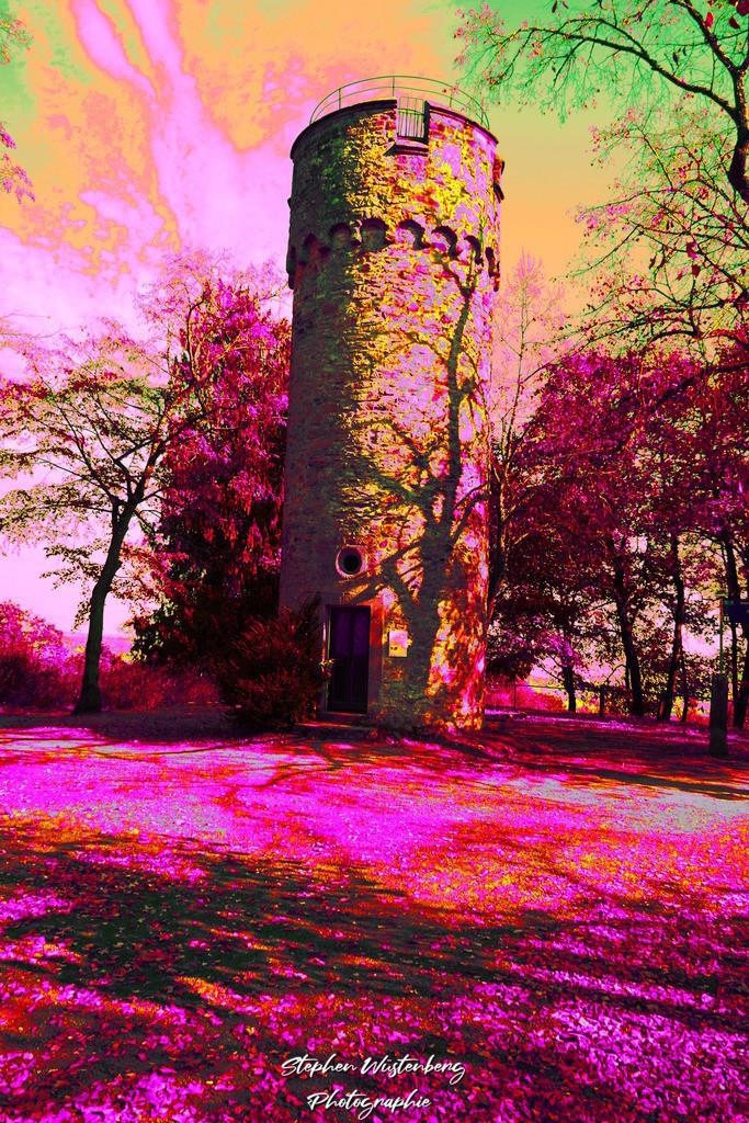 DSC02700_Wartturm_Schillerhain_Kibo_Psych_2 | Der Wartturm im Schillerhain Kirchheimbolanden in psychedelischen Farben. Bearbeitet mit GIMP