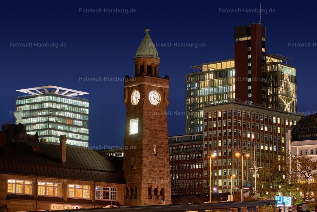 10210516 - Drei Türme | Blick auf den Pegelturm an den Landungsbrücken, den Astraturm und das Atlantic Haus bei Nacht.