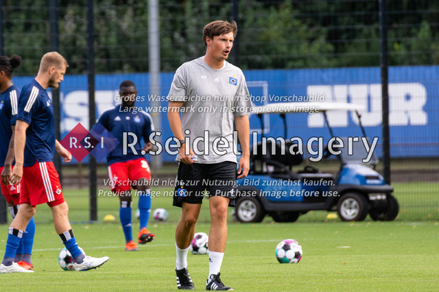 Fußball, Herren, Testspiel, Hamburger SV - FC Midtjylland, HSV-Trainingsplatz am Volksparkstadion, 20.08.2020 | Merlin Polzin (HSV, Co-Trainer)
