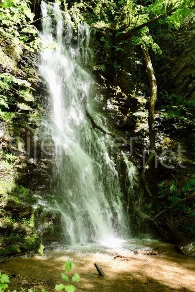 Wasserfall im Wald   Klidinger Wasserfall