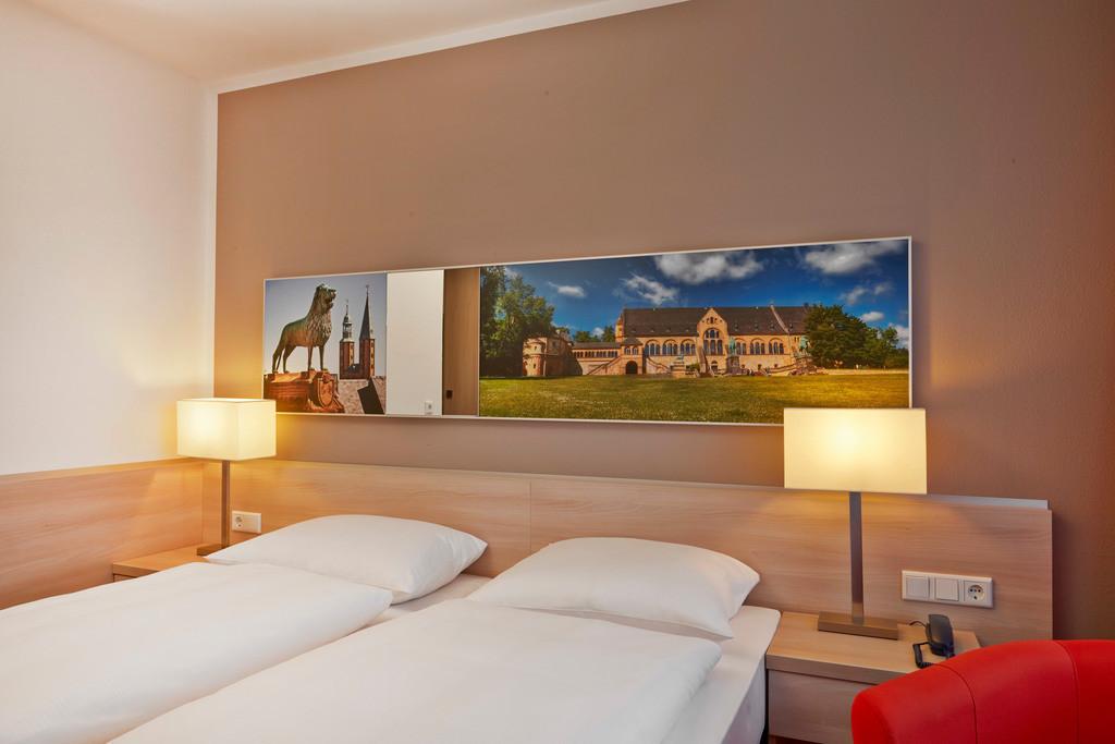 zimmer-superior-bett-02-hplus-hotel-goslar