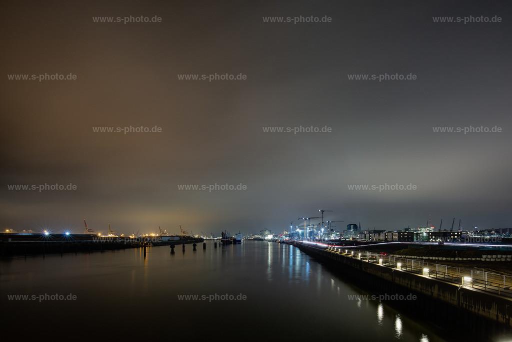 Hamburger Hafen bei Nacht | typisch Hamburger Shietwetter