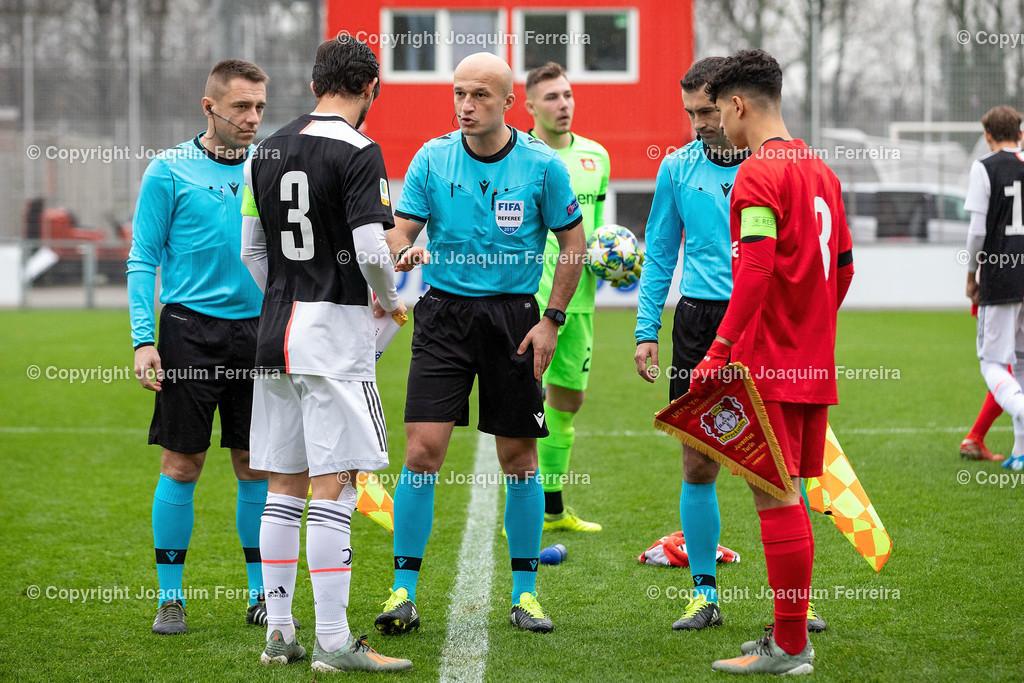 191211_levvsjuvu19_0748 | Leverkusen, 11.12.2019 UEFA Youth League Gruppe D Bayer 04 Leverkusen U19 - Juventus Turin emspor, v.l.,  Matteo Anzolin (Juventus Turin U19), Schiedsrichter Luc Wouters (Belgien, Ayman Azhil (Bayer 04 Leverkusen U19)    (DFL/DFB REGULATIONS PROHIBIT ANY USE OF PHOTOGRAPHS as IMAGE SEQUENCES and/or QUASI-VIDEO)