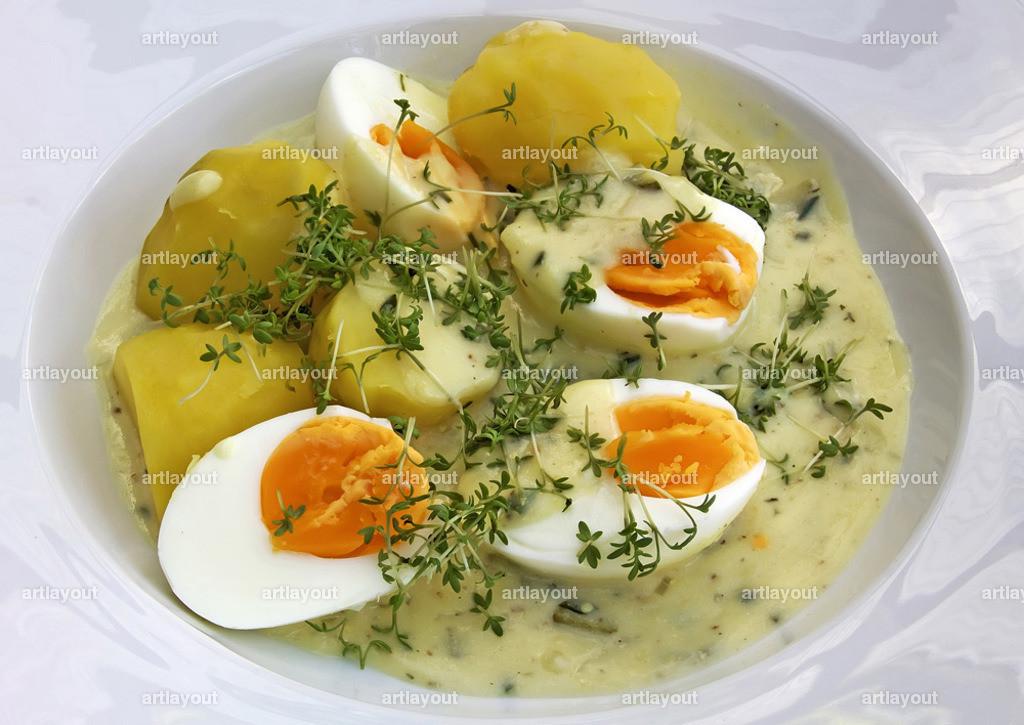 Eier in Senfsosse   gekochter Eier in Senfsosse mit Pellkartoffeln und frischer Kresse