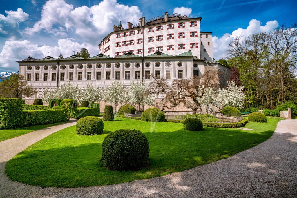 Schloss Ambras | Das Schloss Ambras im Frühling
