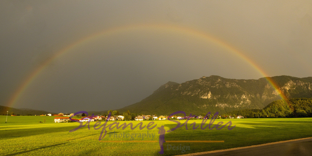 Rainbow over Inzell / Regenbogen über Inzell | Complete semicircle of a rainbow in fromt of Bavarian Alps / Kompletter Halbkreis eines Regenbogens vor den Bayerischen Alpen