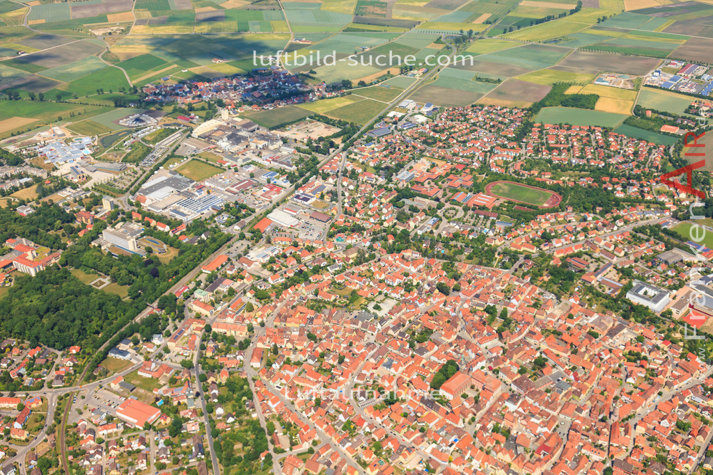 luftbild-bad-windsheim-2015-4706   Luftbild von  Bad-windsheim - Luftaufnahme wurde 2015 von https://frankenair.de mittels Flugzeug (keine Drohne) erstellt - die Geschenkidee