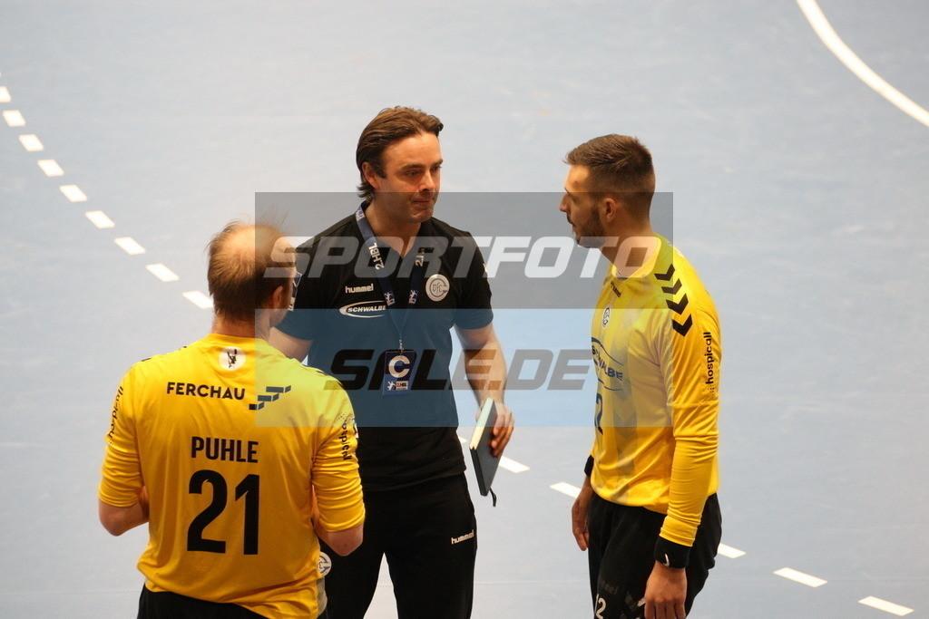 TUS N. Lübbecke - VFL Gummersbach   V.l.: Matthias Puhle, Marko Markis und Diogo Valerio - © by K-Media-Sports / Sportfoto-Sale.de