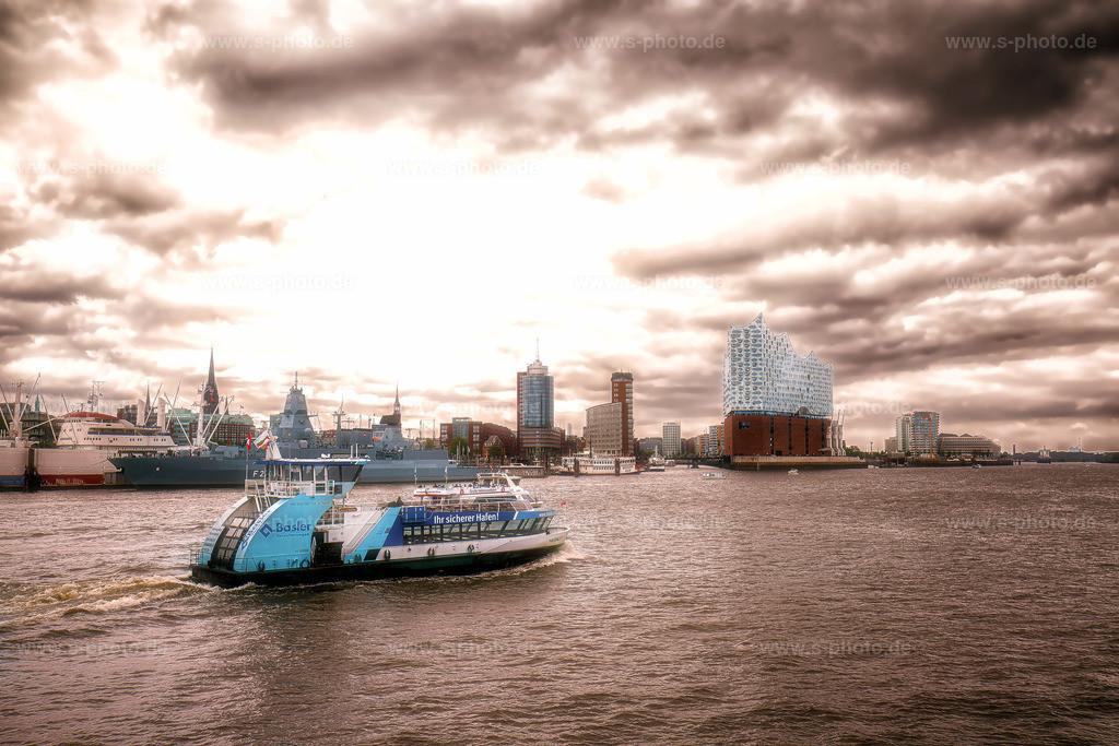 Hamburger Hafen mit Elbphilharmonie | Die Elbphilharmonie im Hamburger Hafen mit dramatischer Stimmung