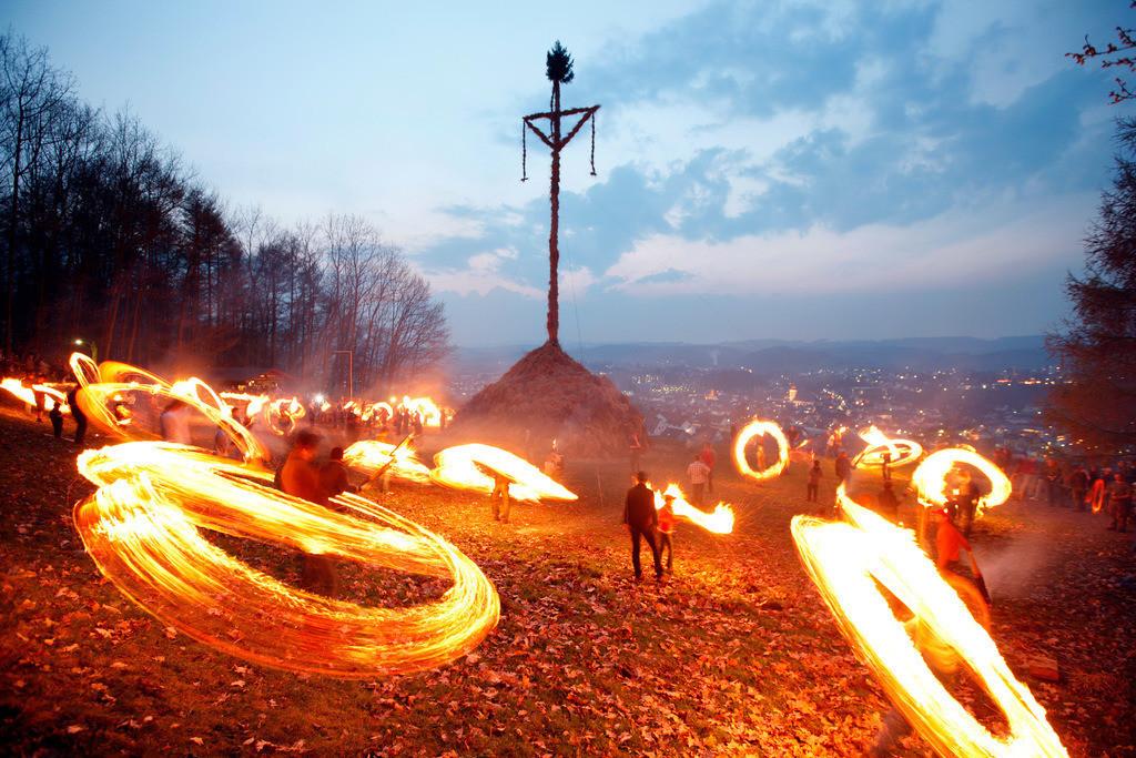Osterfeuer | Traditionelles Osterfeuer auf 7 Hügeln rund um Attendorn, Sauerland,