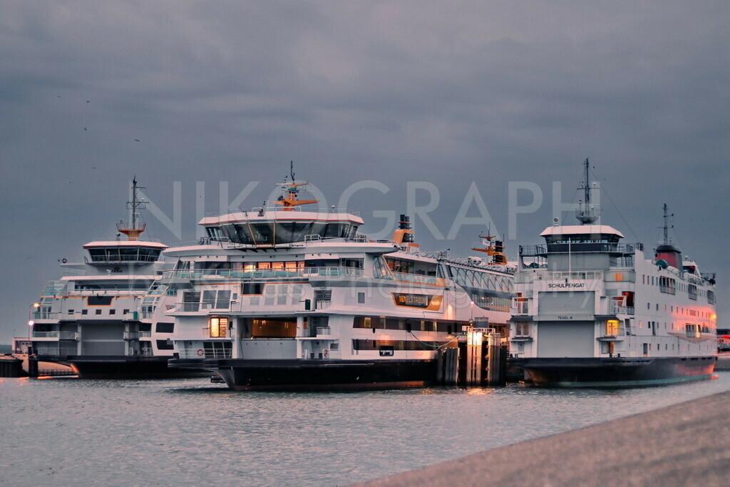 Fähren am Fährhafen von Texel | Die drei Fähren Texelstroom, Schulpengat, Dokter Wagenmaker am Fährhafen von Texel.
