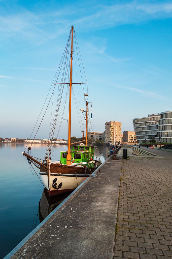 rk_05185 | Segelschiff an der Silohalbinsel in Rostock.