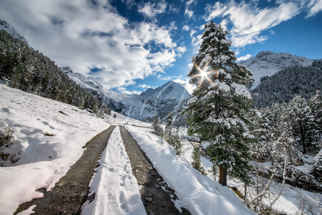 Lüsens   Erster Schnee im Lüsener Tal