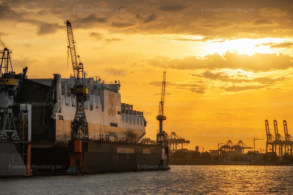10200627 - Dock 11 Sunset | Lichtstimmung im Hamburger Hafen am Dock 11.
