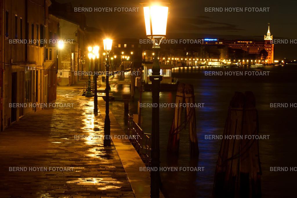 giudecca night | Foto der Promenade auf Giudecca/Venedig, Italien. | Photo of the promenade on Giudecca/Venice, Italy.
