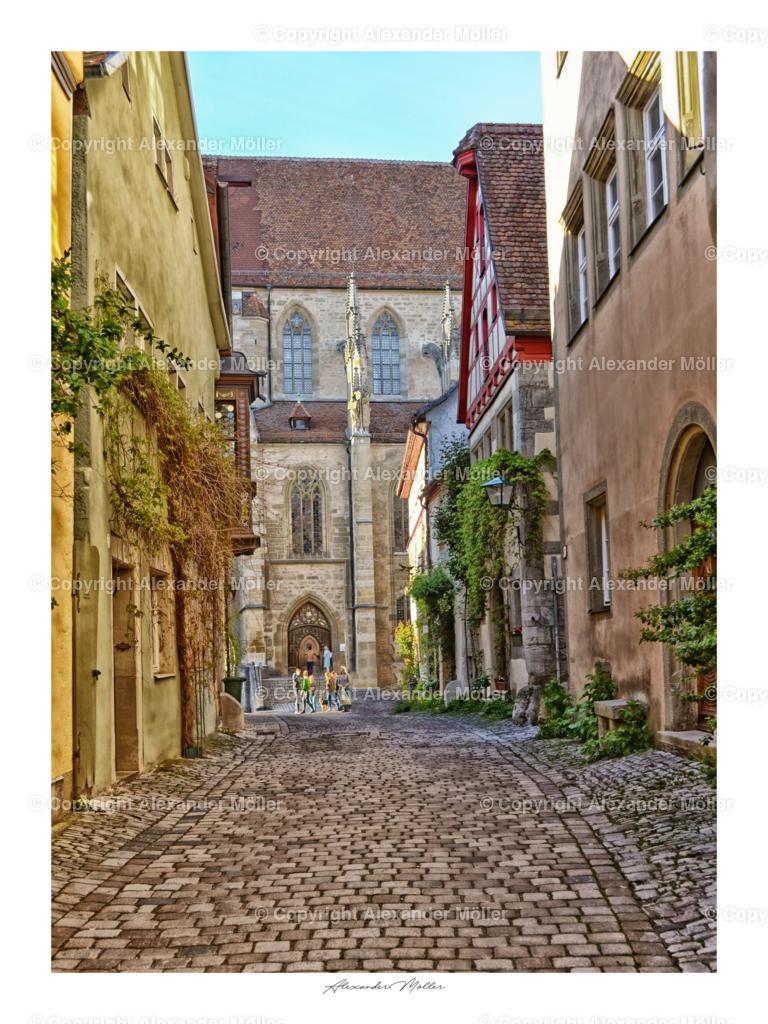 Rothenburg ob der Tauber No.13   Dieses Werk zeigt den Blick in die Kirchgasse mit Stadtkirche im Hintergrund.