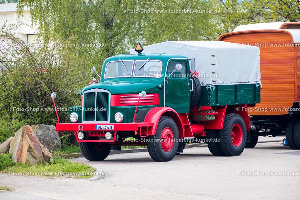 IFA H 6 Z Zugmaschine (IFA Z 6) mit Wohnanhänger, 1952-1959 | IFA H 6 Z Zugmaschine, Frabe: Rot/Dunkelgrün, Bauzeit 1952-1959, Bezeichnung auch IFA Z 6, mit Wohnanhänger, Horch, Hersteller: VEB IFA-Kraftfahrzeugwerk
