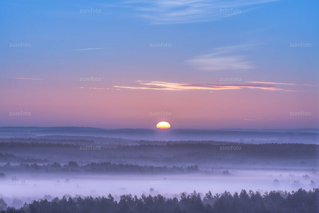 0-110924_0558-4654-61 | Sonnenaufgang über dem Müritz Nationalpark vom Käflingsturm aus fotografiert.  --Dateigröße 3801 x 2534 Pixel--