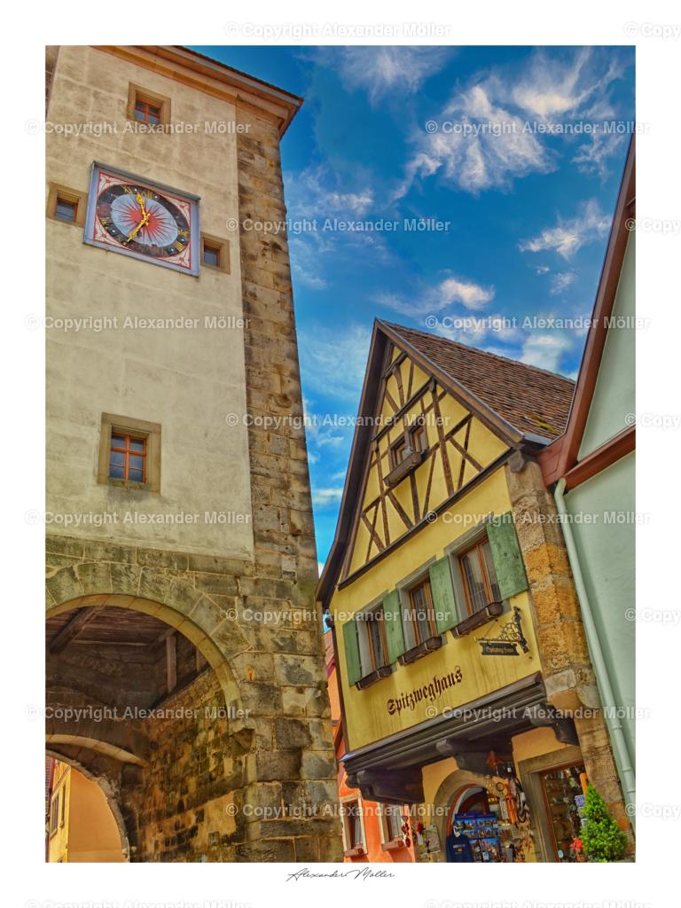 Rothenburg ob der Tauber No.1 | Dieses Werk zeigt das direkt am Siebersturm um etwa 1385 erbaute Spitzweghaus, es wurde nach dem Gewerbe der Mehlsiebmacher benannt und liegt in der Nähe vom Plönlein, dem Wahrzeichen der Stadt Rothenburg o.d.T.