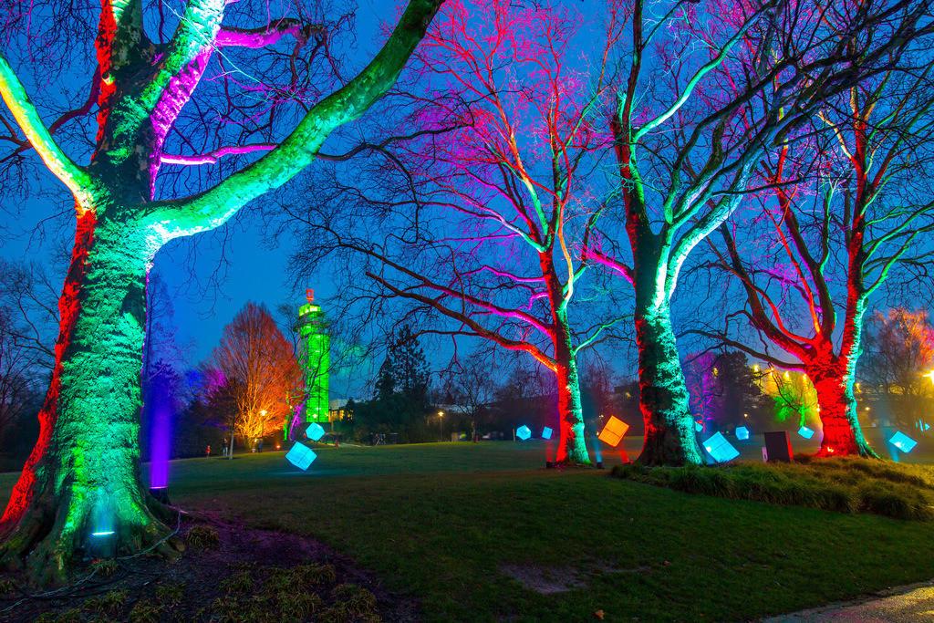 JT-160306-033 | Parkleuchten, Lichtinstallationen im Grugapark, illuminierte Objekte und Parklandschaften in einem Stadtpark in Essen, Deutschland,