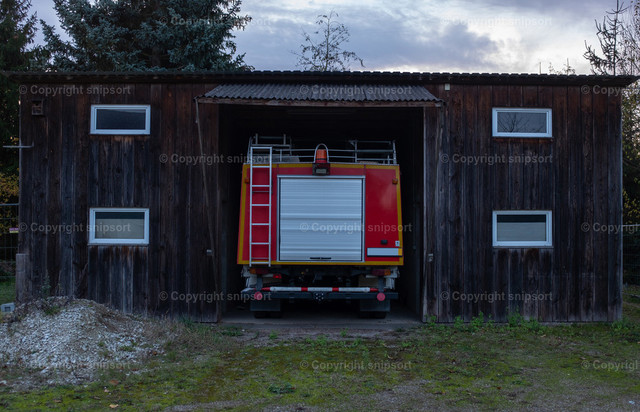 Alter Feuerwehrschuppen | Alte Holzgarage für die Einsatzfahrzeuge