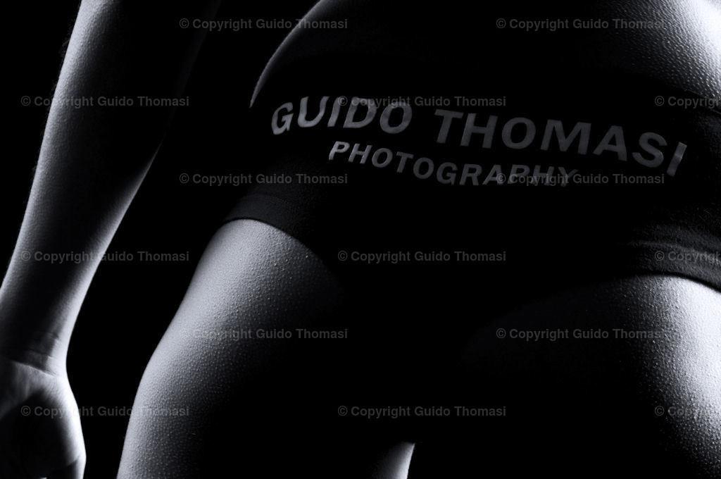 Akt vor Schwarz Galerie   Die hohe Kunst der Aktfotografie. Hier findet Ihr Erotikposter und Aktposter aus meinem langjährigen schaffen. Besonders die Schwarzweiß fotografie finde ich besonders schön.