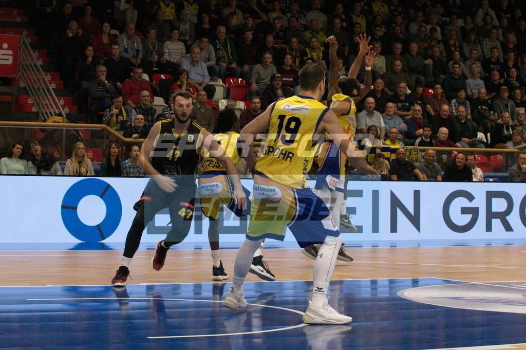 Phoenix Hagen - Kirchheim Knights | Andreas Kronhardt (links, Kircheim) und Dominik Spohr (vorne, Phoenix)