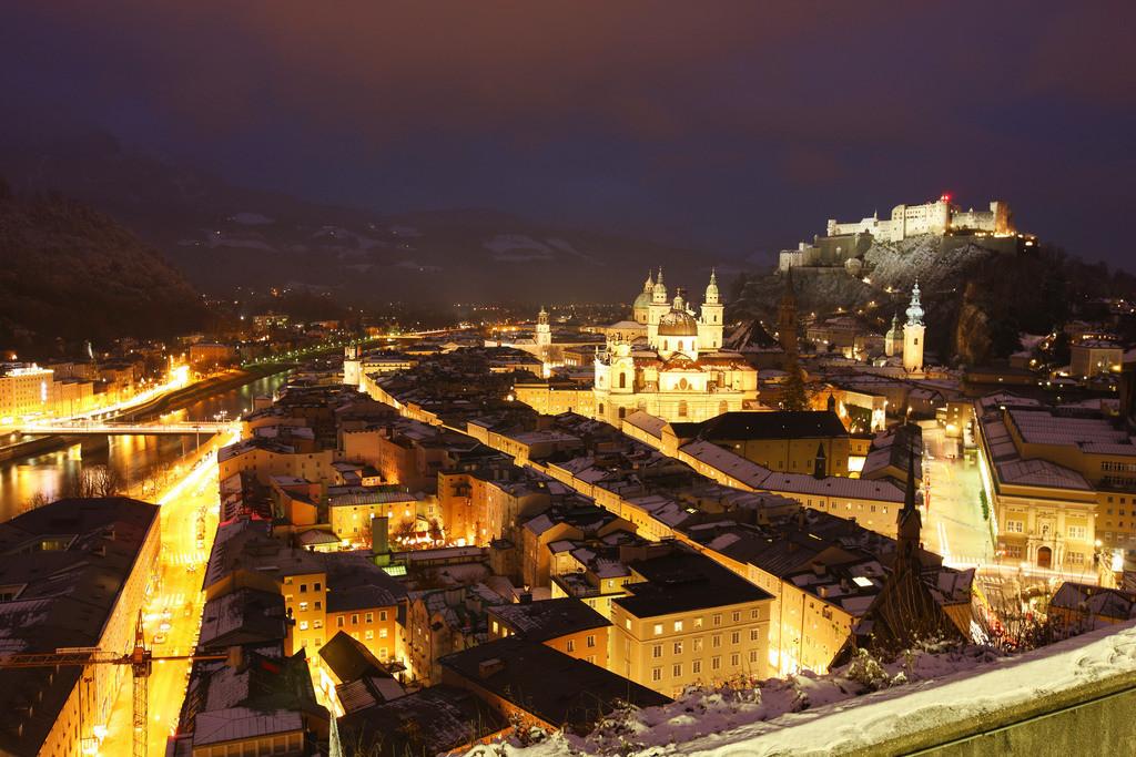 JT-091213-010 | Altstadt mit Kollegienkirche, Dom und der Festung Hohensalzburg, am Abend, Winter. Salzburg, Österreich, Europa.