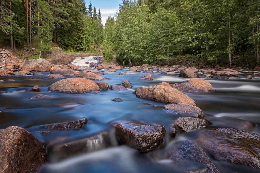 Fämtfallet | Langzeitbelichtung am Fuße des Wasserfalls Fämtfallet