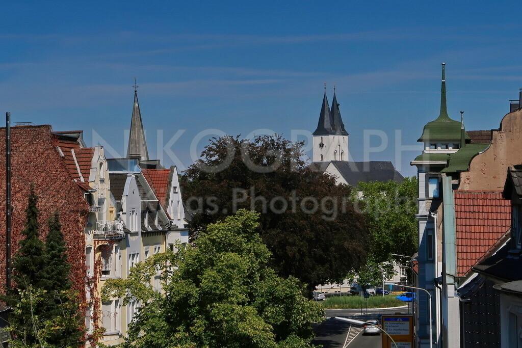 Südliche Innenstadt in Iserlohn | Die Fassaden der südlichen Innenstadt in Iserlohn. Im Hintergrund erheben sich die Kirchtürme der Obersten Stadtkirche über die Dächer Iserlohns.