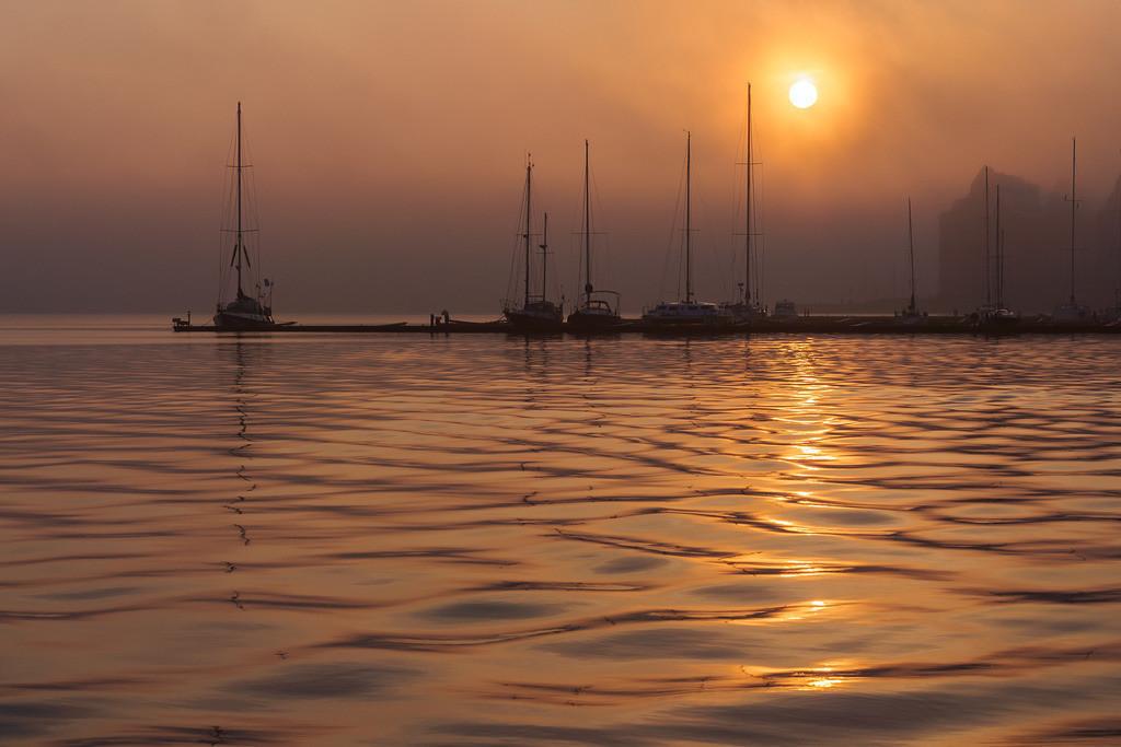 Sonnenaufgang im Stadthafen von Rostock   Sonnenaufgang im Stadthafen von Rostock.