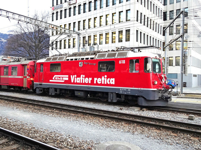 RhB Ge 4/4 II 618 | Der Regional-Express fährt weiter in Richtung Chur.