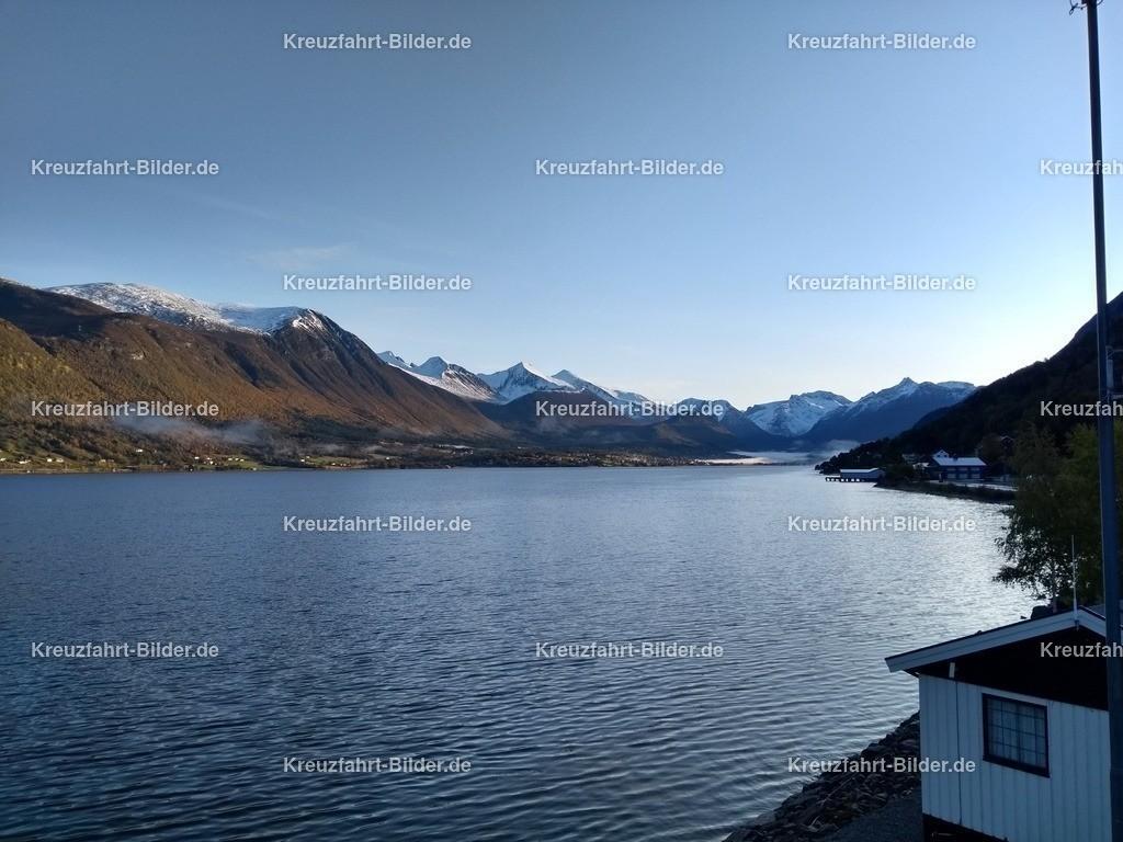 Fjord vor Andalsnes | Fjord vor Andalsnes