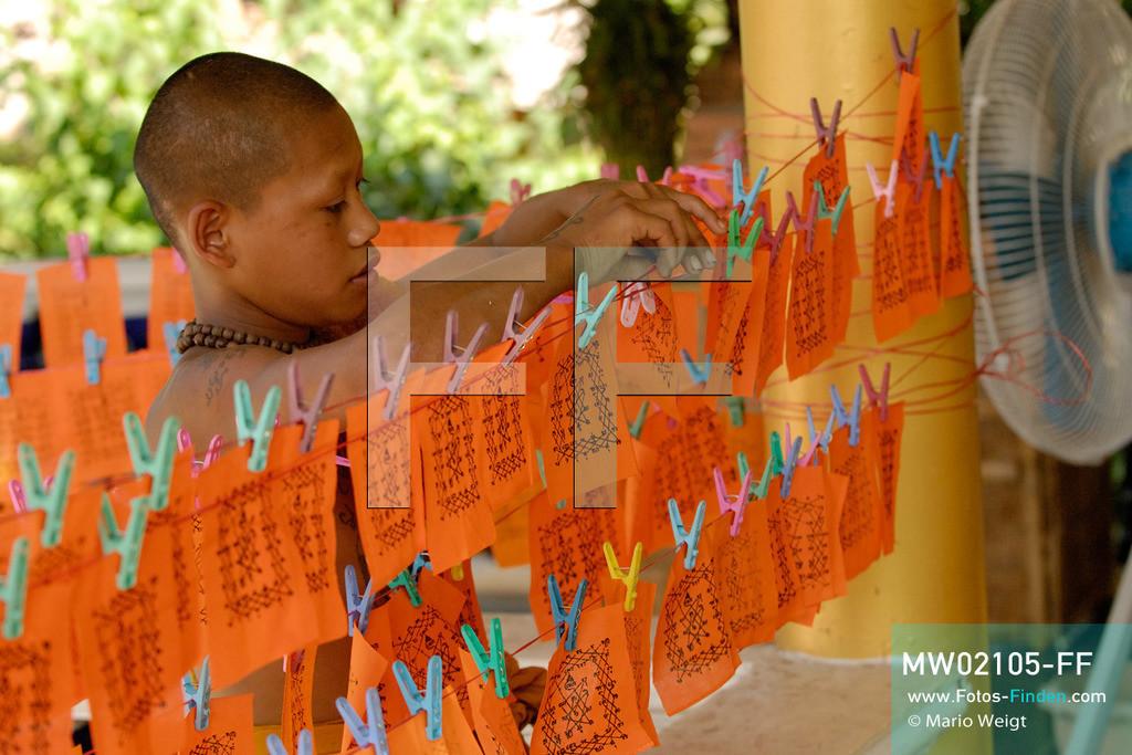 MW02105-FF | Thailand | Goldenes Dreieck | Reportage: Buddhas Ranch im Dschungel | Der junge Mönch Pansaen im Kloster  ** Feindaten bitte anfragen bei Mario Weigt Photography, info@asia-stories.com **