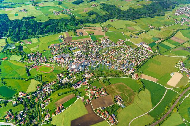 luftbild-teisendorf-bruno-kapeller-31 | Luftaufnahme von Teisendorf im Fruehling 2019