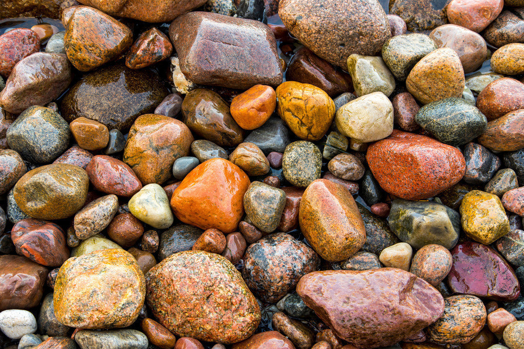 JT-161226-097 | Viele große und kleine Kieselsteine, an einem Strand, Insel Rügen, Ostseeküste,