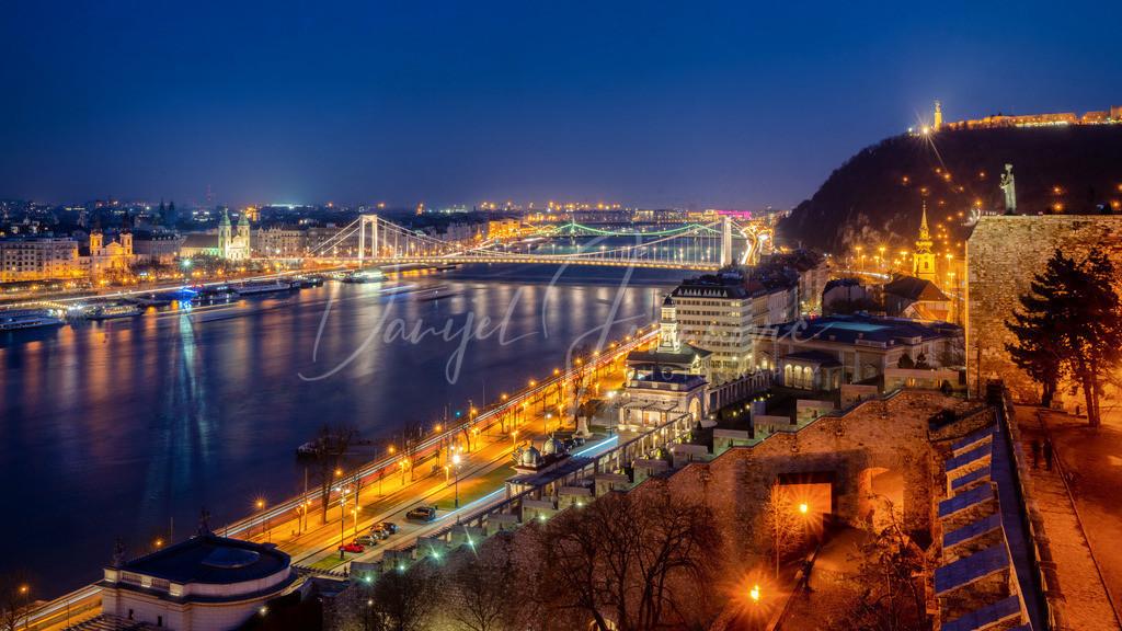 Blick auf die Donau | Budapest bei Nacht