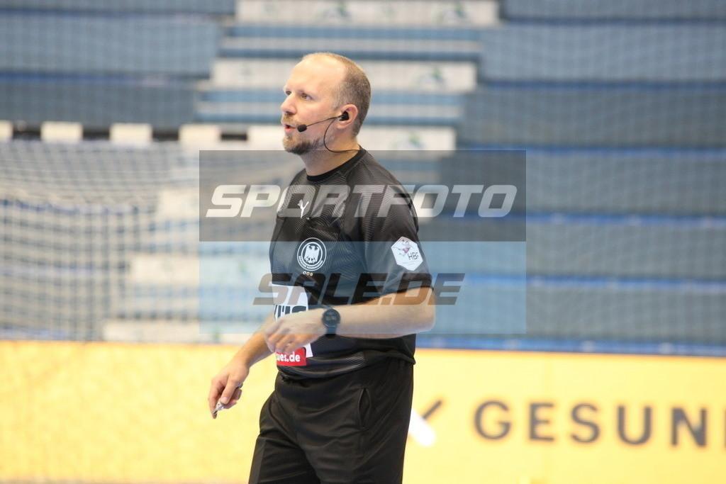 VFL Gummersbach - HSV Hamburg   Schiedsrichter Marijo Zupanovic - © by Sportfoto-Sale.de