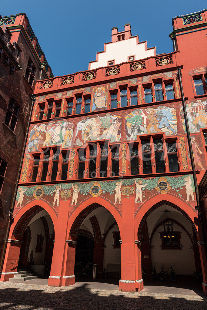 Rathaus, Basel (BS) | Im Innenhof, bemalte Fassade des Basler Rathauses, Kanton Basel-Stadt.