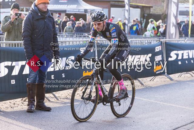 Radsport, Stevens Cyclocross Cup 2019, 10. Lauf (RSG Nordheide), Rennen 9 (Elite Herren + U23, Masters 2 / Elite Ü40 und Junioren U19), Buchholz i.d.N., 19.01.2020 | Nils Koß (Mc Pirate, #11, Elite)