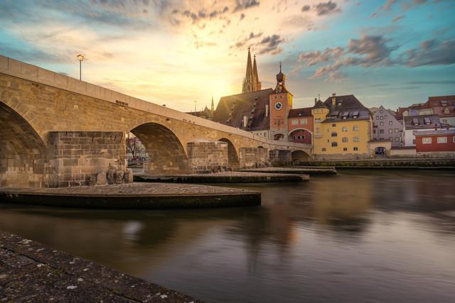 Steinerne Brücke mit Blick auf den Dom Regensburg