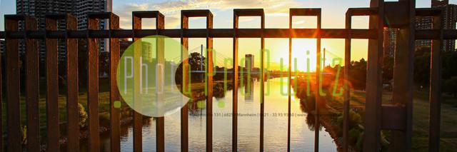 Sonnenuntergang am Neckar   Mannheim. 28JUL20   Mannheim in der Abendsonne am Neckar. Sonnenuntergang. Mit Neckaruferbebauung und dem Collins Center (links)   BILD- ID 2109   Bild: Photo-Proßwitz 27JUL20