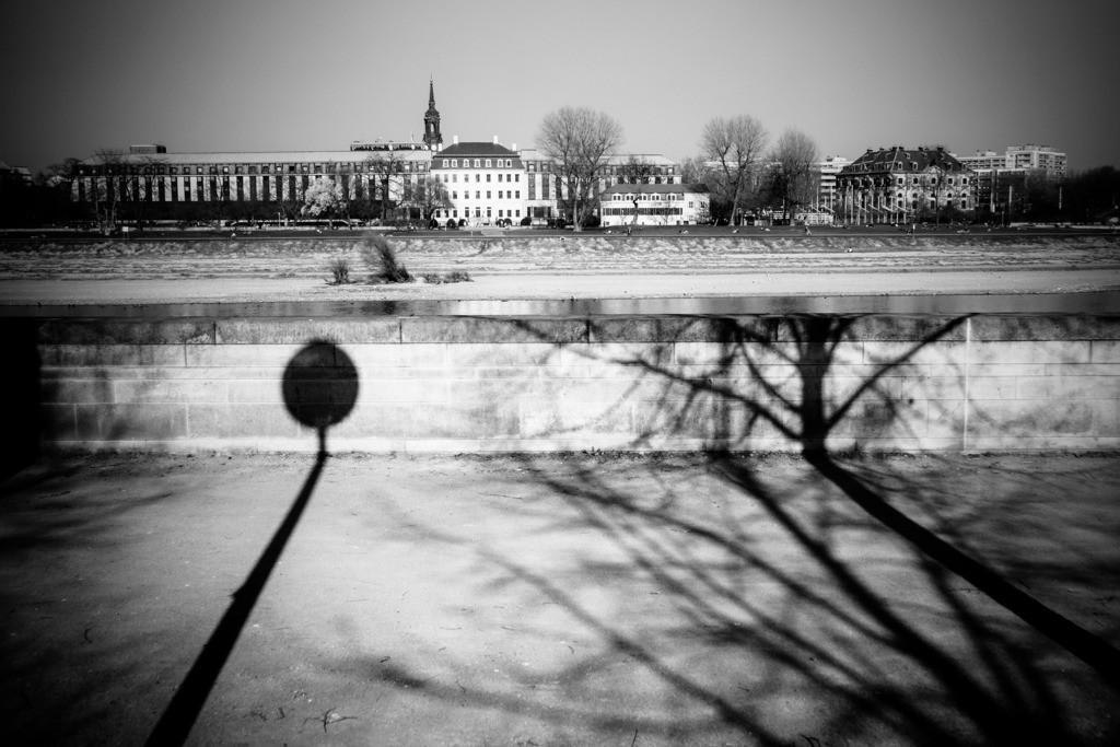 Dresden Terrassenufer   Terrassenufer, Blick auf Königsufer, Innere Neustadt.  Aus der Serie