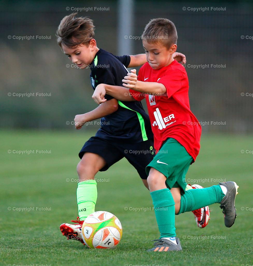 A_LUI27092021_38 | SPORT,FUSSBALL, FC WELS_SC HOERSCHING U 9 27.09.2021 IM BILD: SCHWARZ (HOERSCHING) UND ROT (FC WELS )FOTO:FOTOLUI