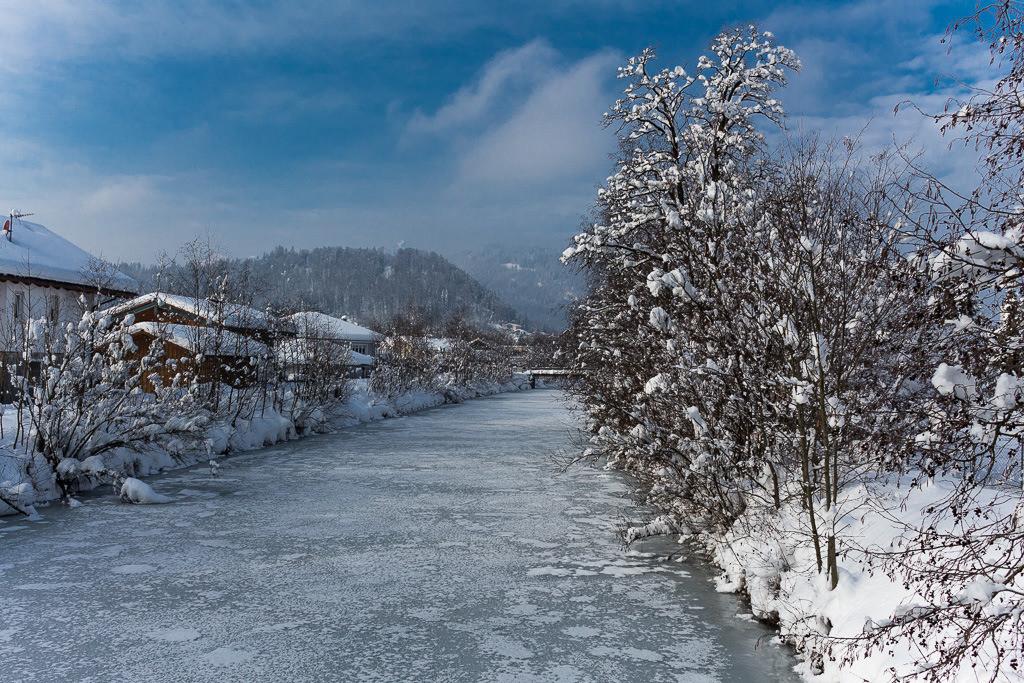 Gefrorener Fluß in Kiefersfelden