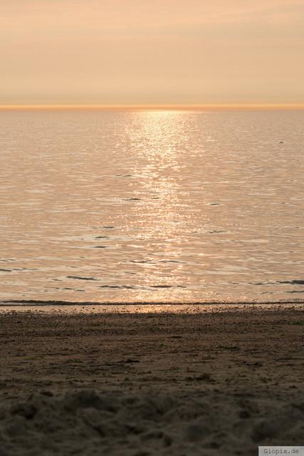 Sonnenuntergang am Meer | Warme Farbtöne zum Sonnenuntergang  am Strand von Renesse