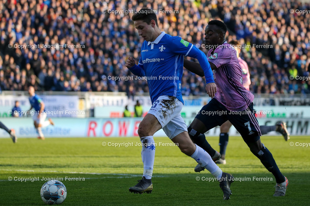 191221svdvshsv_1247 | 21.12.2019 Fussball 2.Bundesliga, SV Darmstadt 98-Hamburger SV emspor, despor  v.l.,  Marvin Mehlem (SV Darmstadt 98), Khaled Narey (Hamburger SV),Zweikampf, Action, Aktion, Battles for the Ball    (DFL/DFB REGULATIONS PROHIBIT ANY USE OF PHOTOGRAPHS as IMAGE SEQUENCES and/or QUASI-VIDEO)