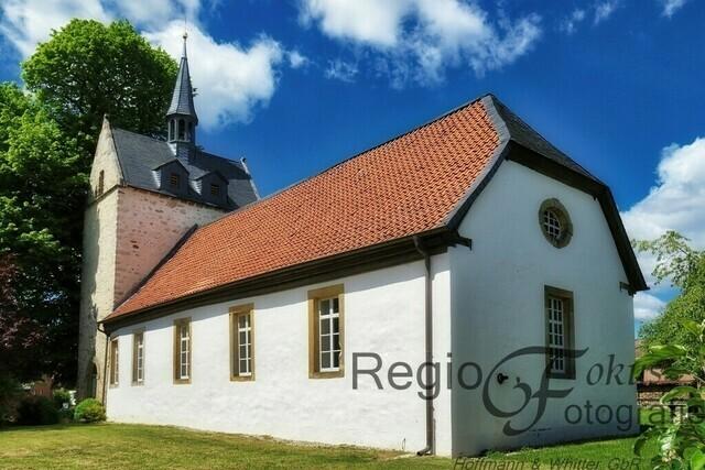 Pauluskirche Hackenstedt | Im 9. Jahrhundert stand an dieser Stelle eine Kapelle. Die Kirche selber wurde 1229 zum erstenmal erwähnt, als der Bischof von Hildesheim dem Kloster Derneburg den Zehnten übertrug.