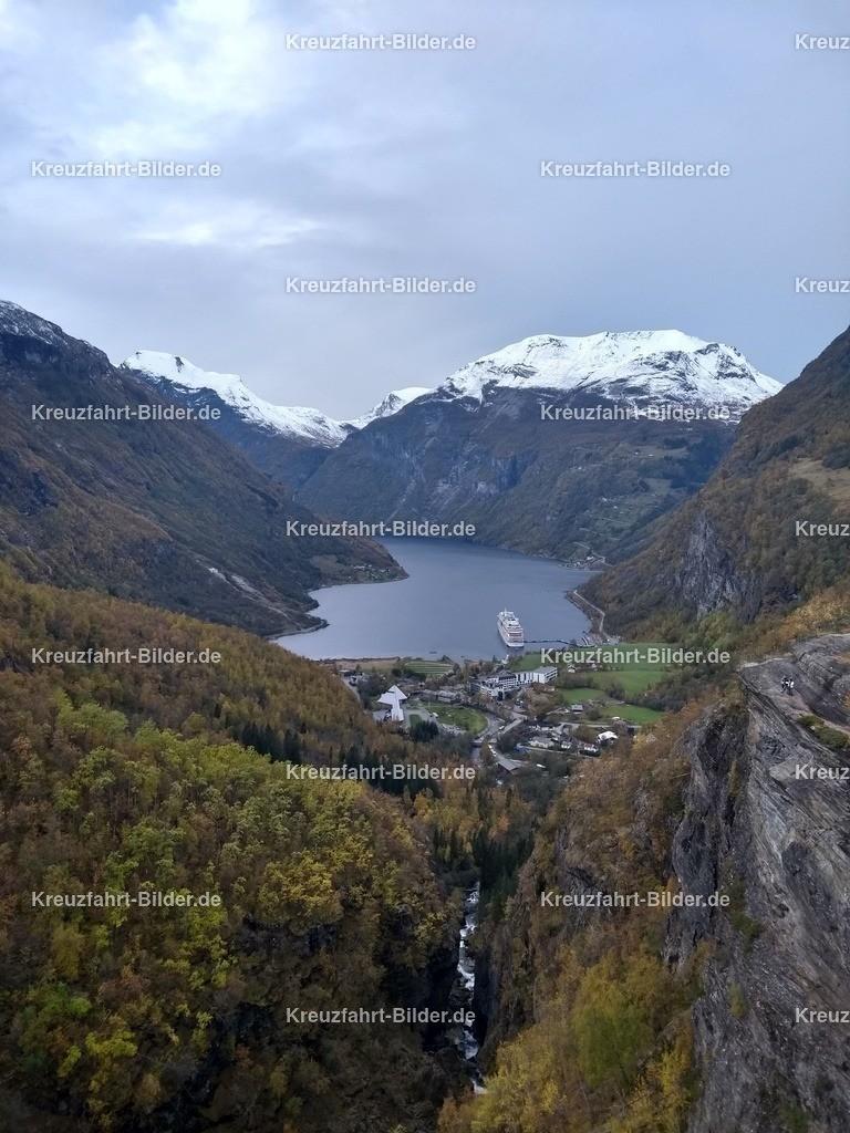 Geirangerfjord vom Flydalsjuvet | Geirangerfjord vom Flydalsjuvet ausd betrachtet. Der Aussichtspunkt auf dem Weg zum Dalsnibba